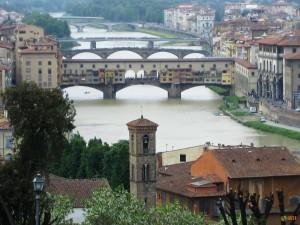 Вид на Понте Веккио и реку Арно
