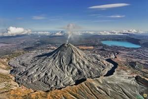 Карымский вулкан на Камчатке. Фото