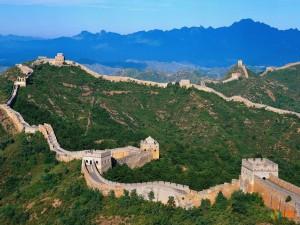 Фото Великой китайской стены с возвышенности