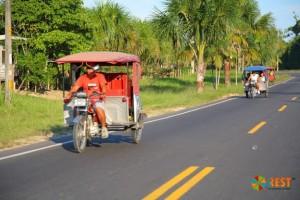 Часто в Икитосе встречаются такие транспортные средства