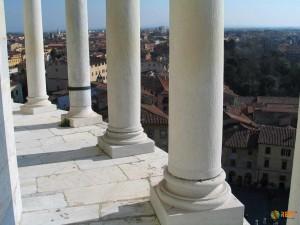 Вид с одного из новых чудес света - Пизанской башни