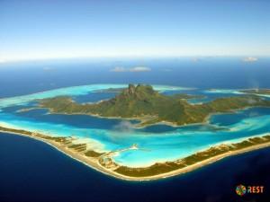 Остров Бора-Бора. Вид с вертолета