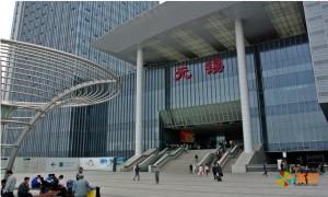 Вокзал городского округа Уси (довольно маленький город по китайским меркам)