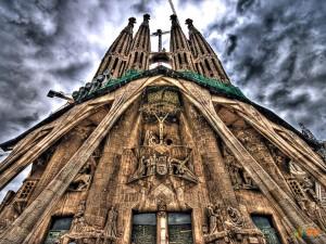 Церковь Святого Семейства (la Sagrada Fam?lia). Фото 1