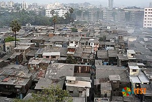 Более трети населения живет в таких трущобах
