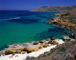 Скалистый мальтийский пляж