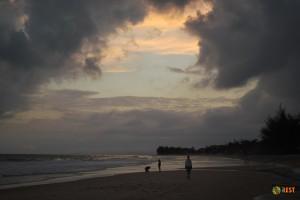 Тот же пляж только вечером