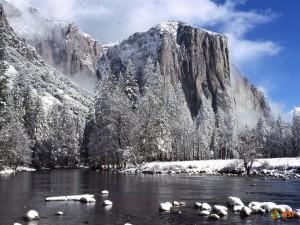 Заснеженные горы в заповеднике Йосемити