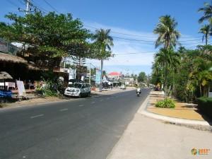 Улица курортного поселка в Фантьете (длина около 10км)