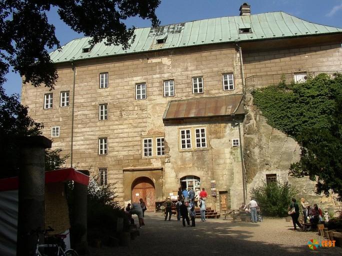 Замок Гоуска (Burg Houska)