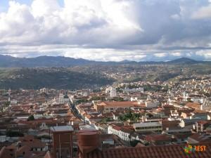 Вид на город Сукре с возвышенности
