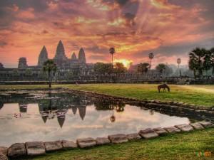 Комбоджа: природа, язык, религия