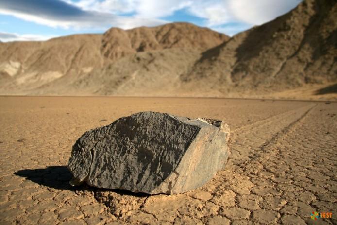 Движущиеся камни Долины Смерти (США)