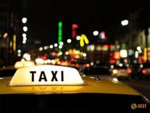 Где быстро найти такси до аэропорта?