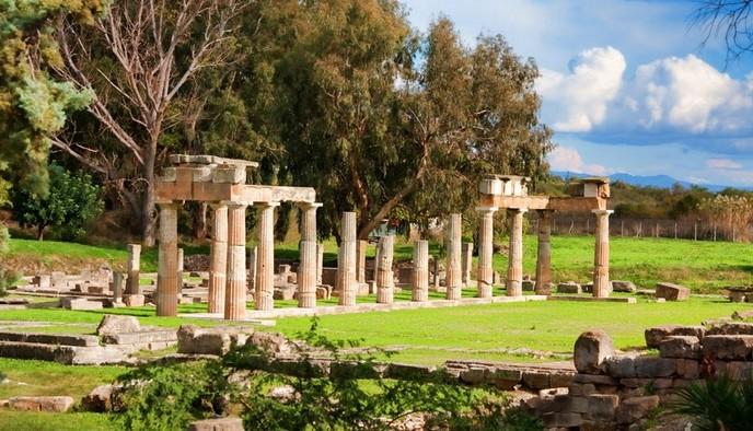 Враврона - один из наиболее красивых фешенебельных курортных городков Аттики