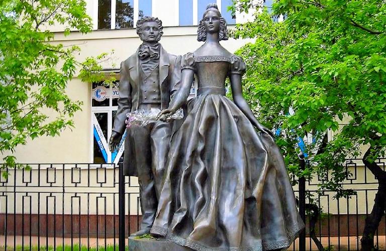 Памятник Н.Гончаровой и А.Пушкину, Москва