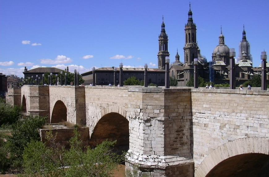 Каменный мост в Сарагосе