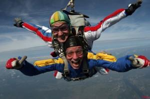 Совершите прыжок с парашютом