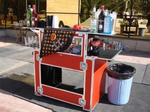 Мобильный бар и закуски — пикник по-западному