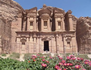 Петра в Иордании – город розовых скал