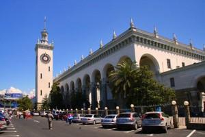 История железнодорожного вокзала в Сочи