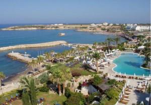 Почему летом нужно ехать отдыхать на Кипр?