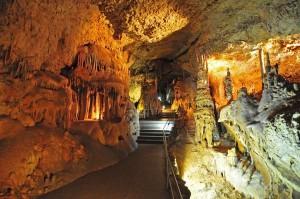 Уникальная достопримечательность Крыма – Мраморная пещера