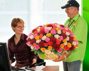 Доставка цветов сделает самый красивый подарок вашему имениннику