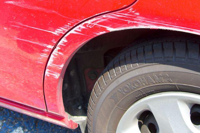 Как избавится от царапин на автомобиле своими руками
