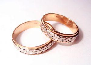 Особенности обручальных колец из красного золота