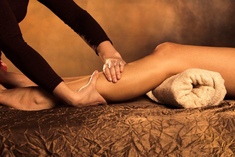 Смотреть как девушка делает массаж парню прочитал
