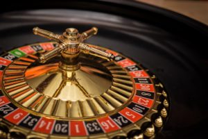 Когда лучше играть в казино онлайн?