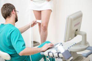 Что лечит врач флеболог?