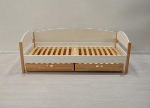 Плюсы детской кровати из массива